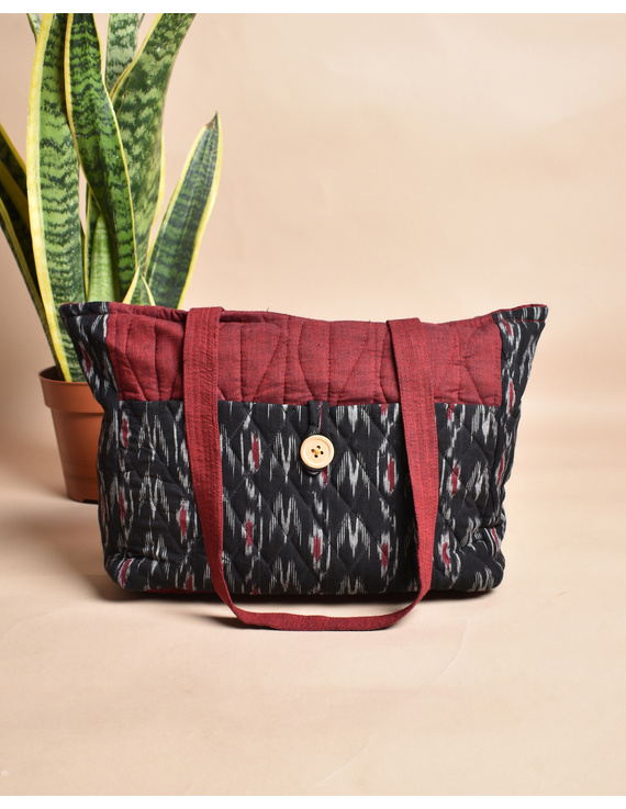 QUILTED BLACK AND RED IKAT PURSE BAG WITH POCKETS: TBD04-5