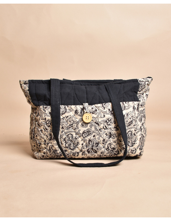 QUILTED WHITE AND BLACK IKAT PURSE BAG WITH POCKETS: TBD05-1