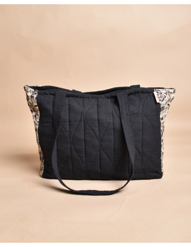QUILTED WHITE AND BLACK IKAT PURSE BAG WITH POCKETS: TBD05-2-sm