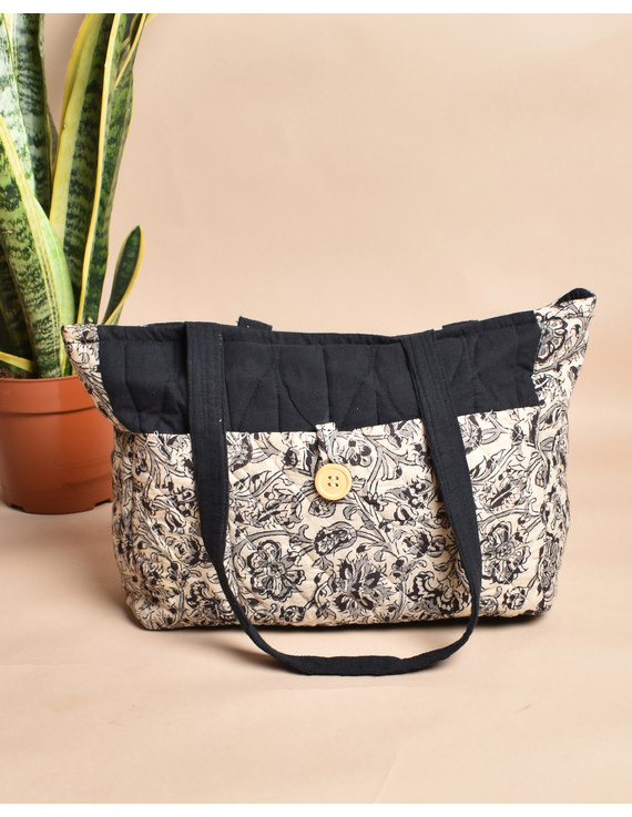 QUILTED WHITE AND BLACK IKAT PURSE BAG WITH POCKETS: TBD05-6