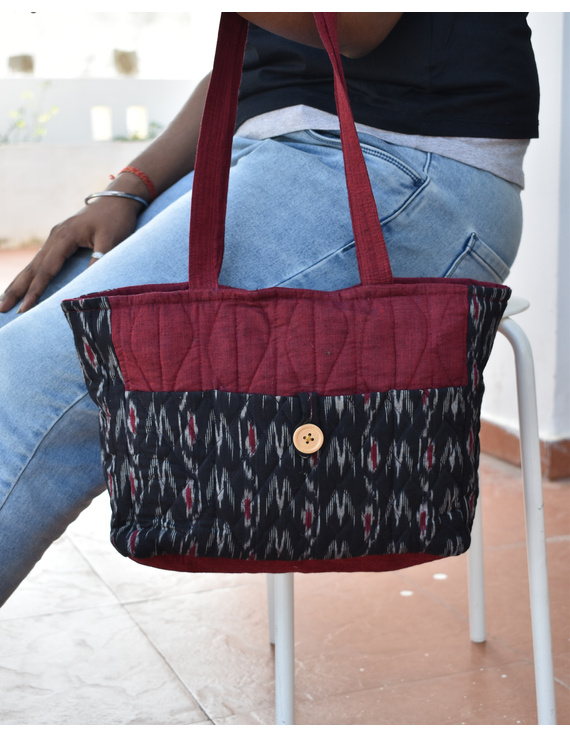 QUILTED BLACK AND RED IKAT PURSE BAG WITH POCKETS: TBD04-TBD04
