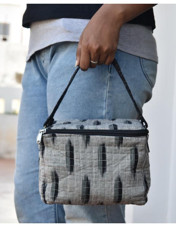 Smart grey ikat lunch bag or picnic bag with zip closure : MSL06-MSL06