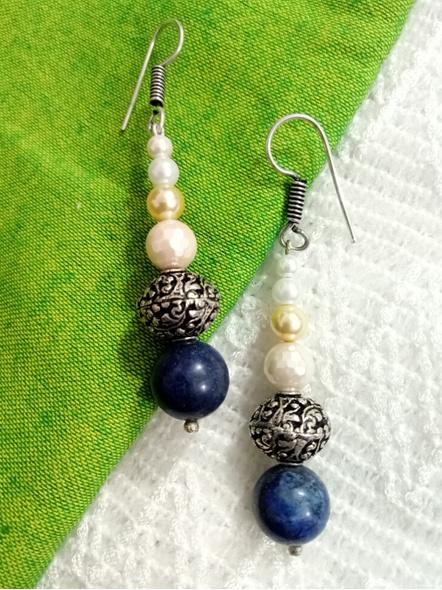 Semi Precious Pearl and Lapis dangler with Chitai Bead-LAAER017