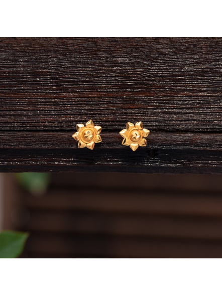 Gold Polished Small Floral Stud Earring-LAAER299