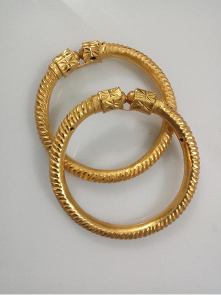 Traditional Ethnic Jewellery 1.5g Gold Polished Designer Spiral Thick Bangle Sarada Bala 2.8size - 1 Pair for Women (2 Pieces)-LAAGP15BG017
