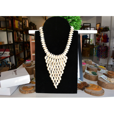 Charming Cowrie Shell Necklace-2