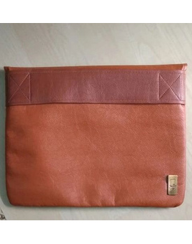 Arleen laptop sleeve with built in strap